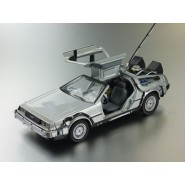 BACK TO THE FUTURE Part 1 Die Cast Model Car DeLOREAN Scale 1/24 Welly DE LOREAN