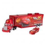 CARS 2 Modello Camion MACK Autotrasportatore PORTA AUTO Con modello SAETTA McQUEEN Mattel