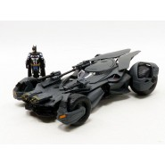 BATMOBILE Model from JUSTICE LEAGUE 22cm with BATMAN Figure 1/24 Scale JADA Toys