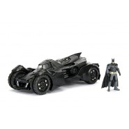 Modello Batmobile BATMAN ARKHAM KNIGHT 20cm Scala 1/24 CON FIGURA Originale JADA Toys