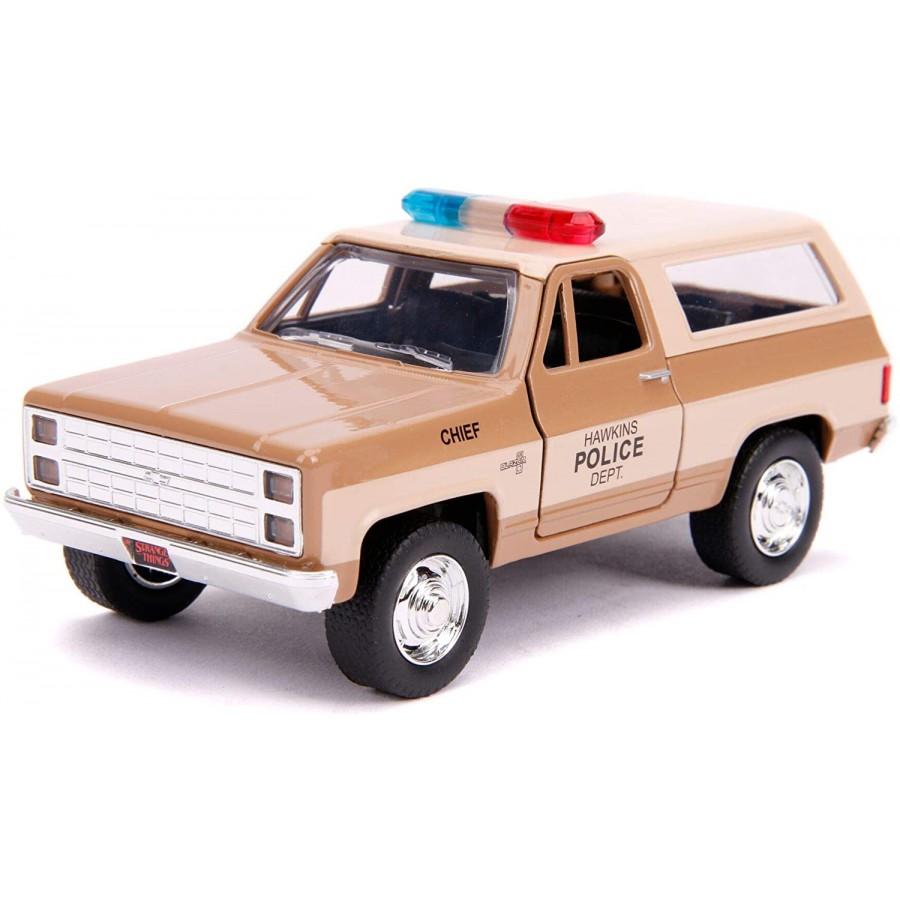 Modello DieCast 1//24 AUTO POLIZIA DI HOPPER da STRANGER THINGS e Distintivo JADA